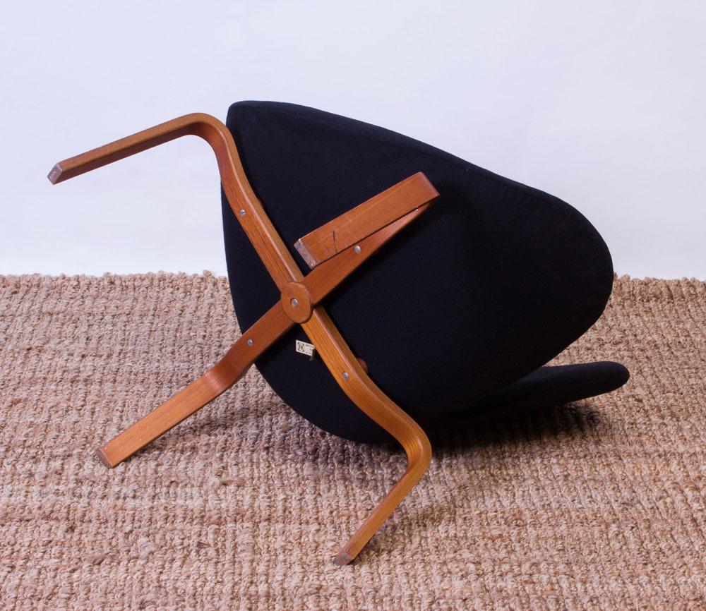 Arne Jacobsen Swan Chair With Teak Base For Fritz Hansen Auction