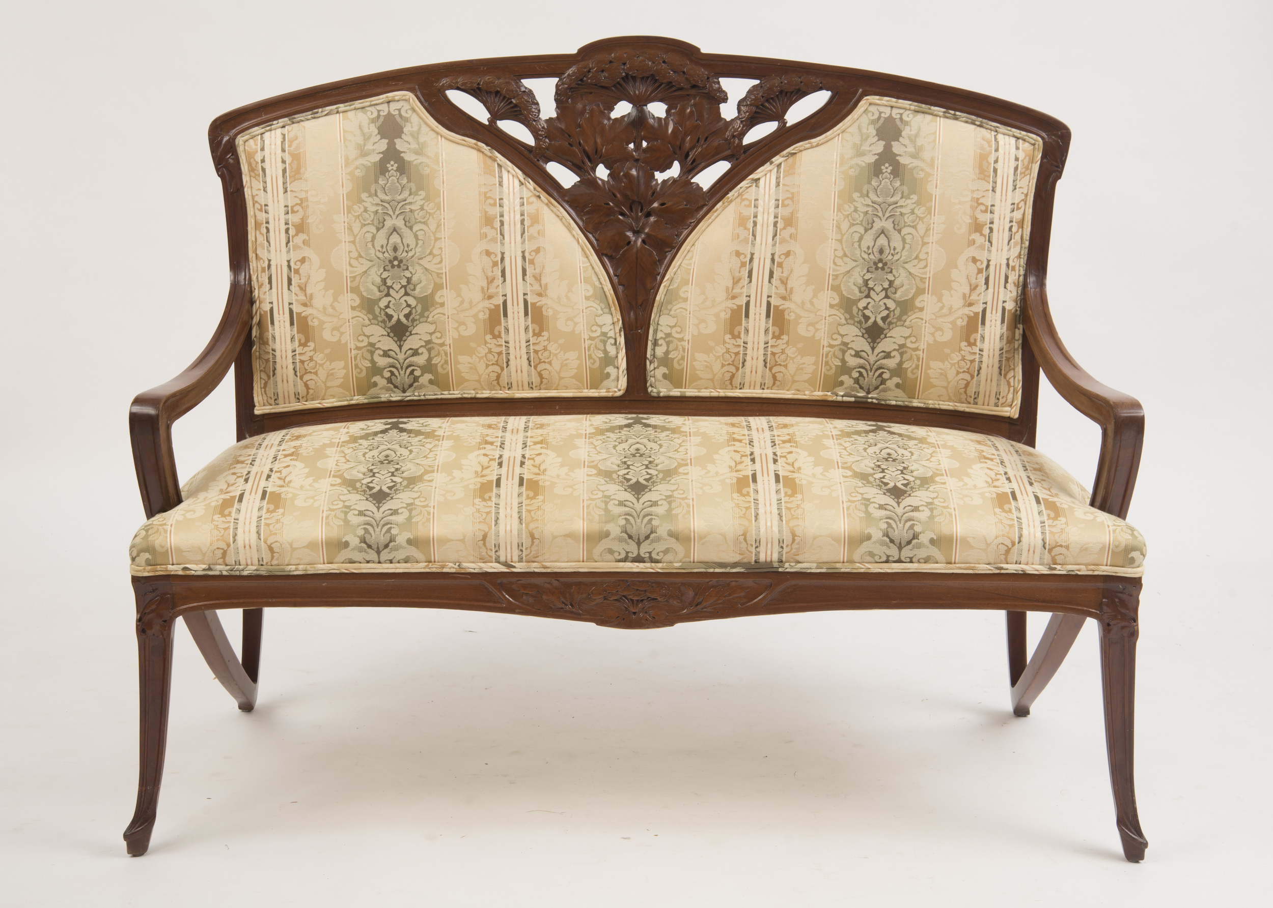 ART NOUVEAU CARVED MAHOGANY SETTEE, IN THE STYLE OF LOUIS MAJORELLE