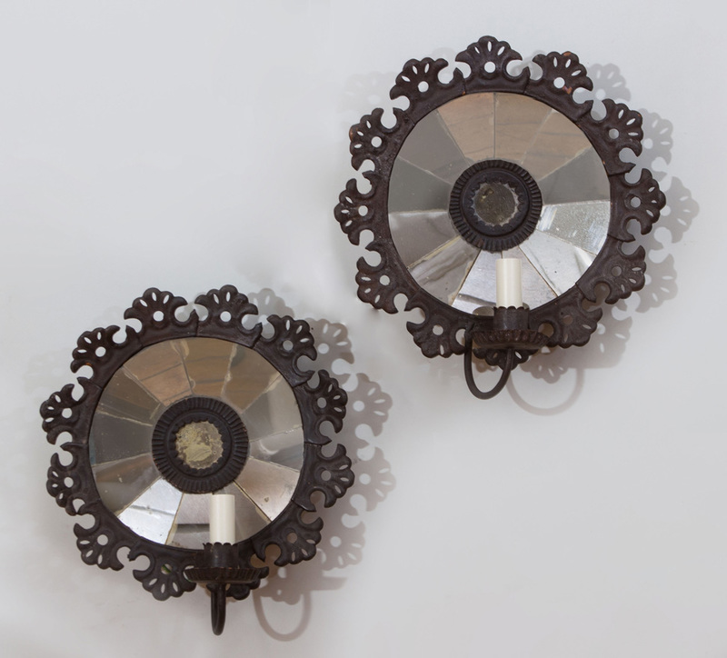 PAIR OF TIN-MOUNTED MIRRORED GLASS SINGLE-LIGHT WALL SCONCES