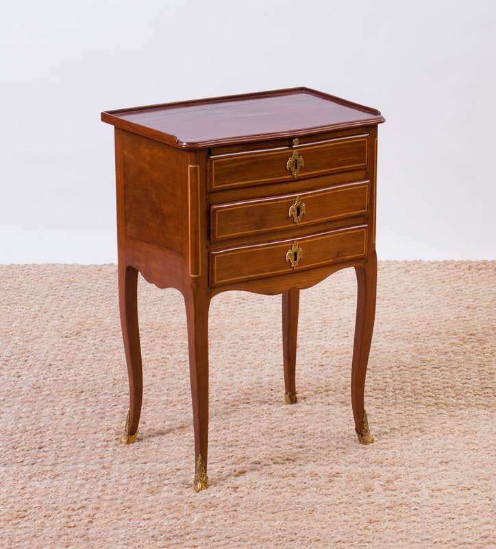 LOUIS XV STYLE GILT-METAL-MOUNTED AND INLAID MAHOGANY TABLE EN CHIFFONIER