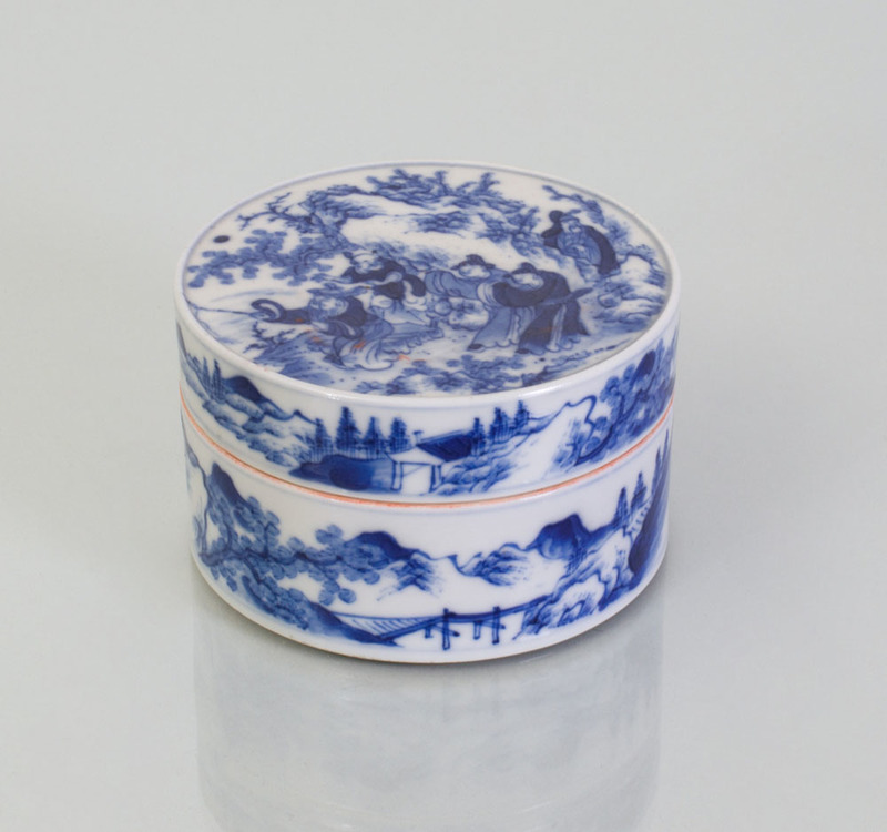 CHINESE BLUE AND WHITE PORCELAIN SEAL PASTE BOX