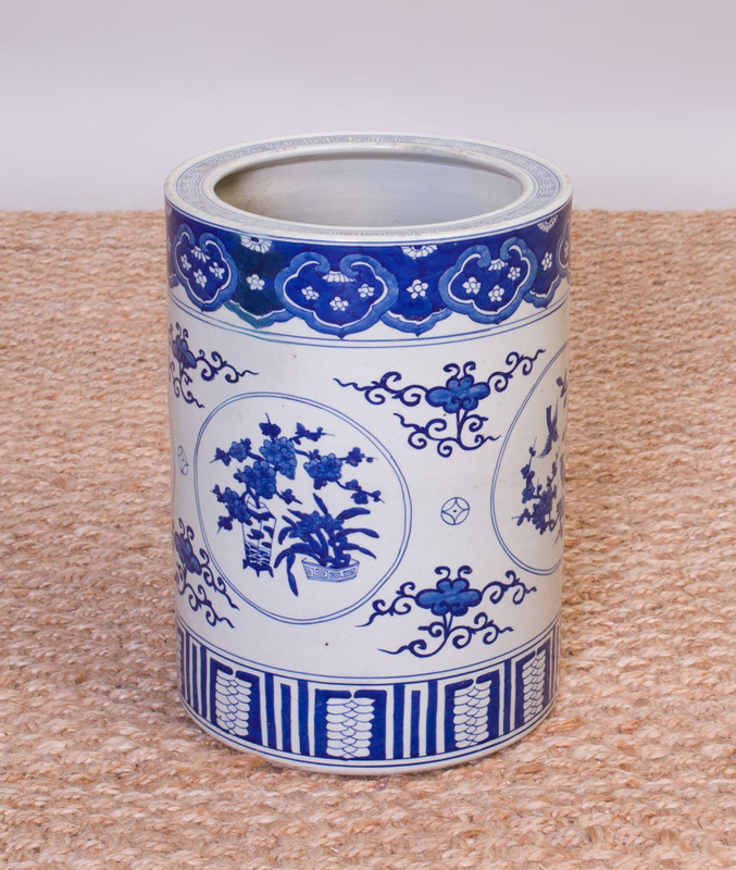 CHINESE BLUE AND WHITE PORCELAIN UMBRELLA STAND