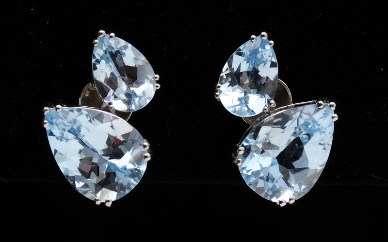 PAIR OF 18K WHITE GOLD AND BLUE TOPAZ EAR CLIPS