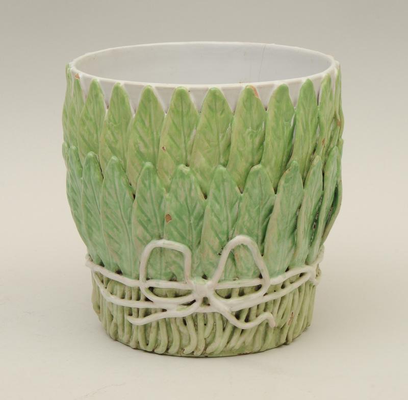 Italian Majolica Leaf-Decorated Cache Pot
