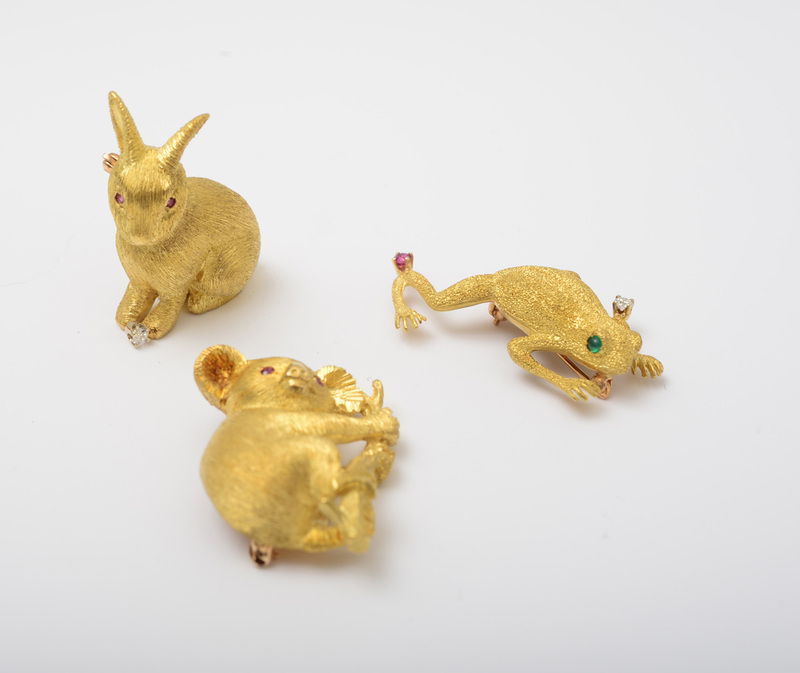 GROUP OF THREE 18K GOLD BROOCHES