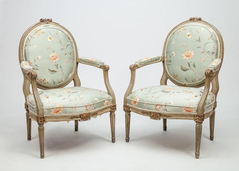 Pair of Louis XVI Style Grey Painted and Parcel-Gilt Fauteuils à La Reine