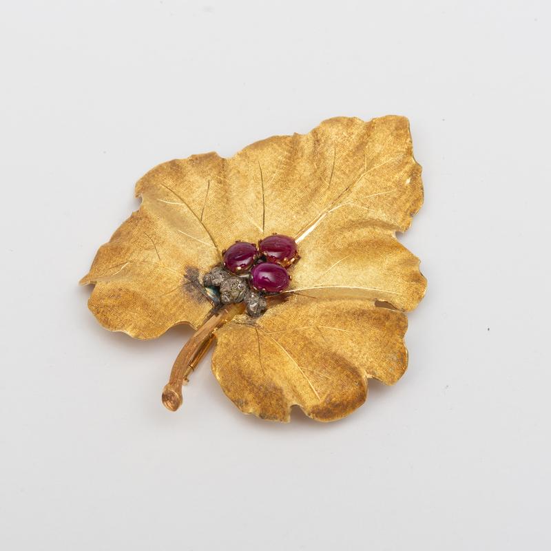 Buccellati 18k Gold and Ruby Leaf Brooch