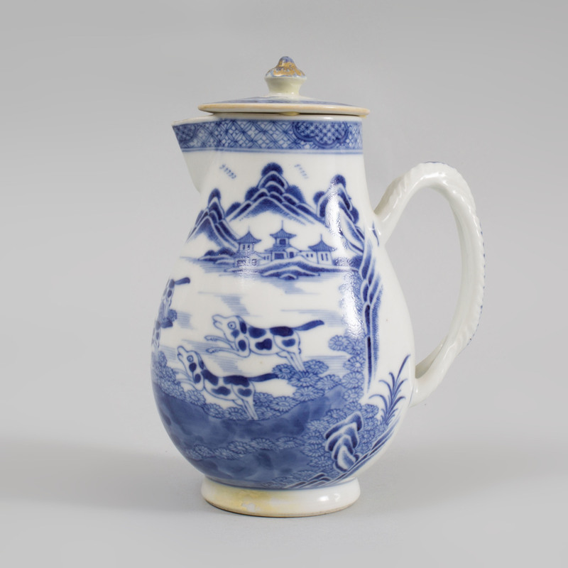 Chinese Export Blue and White Porcelain Hot Milk Jug and Flat Cover