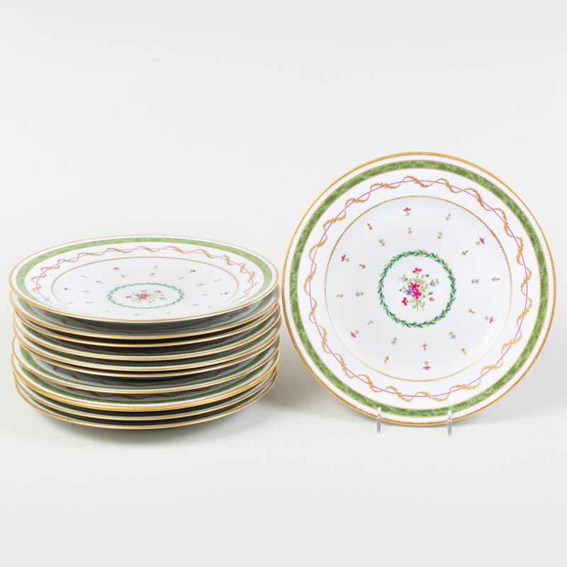 Set of Twelve Limoges Porcelain Dinner Plates, in the 'Vieux Paris' Pattern