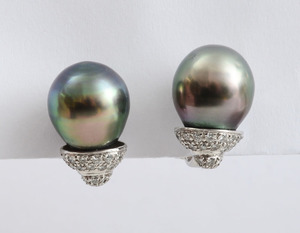 PAIR OF 18K WHITE GOLD, TAHITIAN BLACK PEARL AND DIAMOND EARCLIPS