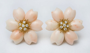 PAIR OF 18K GOLD, CORAL AND DIAMOND FLOWER EARCLIPS