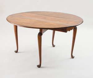 FINE QUEEN ANNE CHERRY DROP-LEAF TABLE