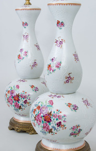 PAIR OF SAMSON PORCELAIN DOUBLE-GOURD-FORM VASES MOUNTED AS LAMPS