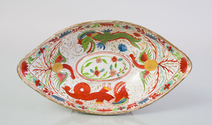ENGLISH PORCELAIN NAVETTE-FORM TAZZA DECORATED WITH DRAGONS