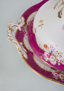EXTENSIVE ENGLISH CLARET-GROUND PORCELAIN DINNER SERVICE