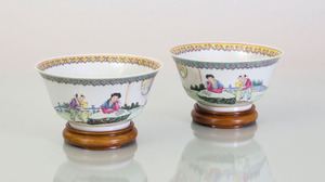PAIR OF CHINESE FAMILLE ROSE ENAMELED PORCELAIN BOWLS