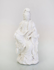 CHINESE WHITE GLAZED PORCELAIN FIGURE OF GUANYIN