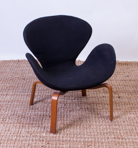 ARNE JACOBSEN 'SWAN' CHAIR WITH TEAK BASE FOR FRITZ HANSEN