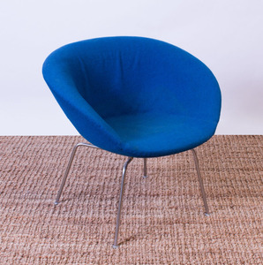 ARNE JACOBSEN WOOL AND CHROME 'POT' CHAIR FOR FRITZ HANSEN
