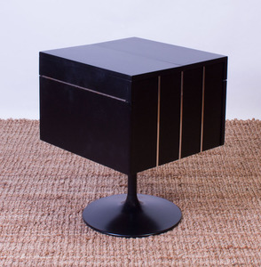 BLACK LACQUER AND FORMICA ROTATING SWIVEL COCKTAIL DRY BAR ON METAL BASE