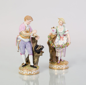 PAIR OF MEISSEN PORCELAIN FIGURES OF A REGENCY YOUTH AND A GIRL WITH FLORAL GARLAND