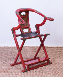 CHINESE BRASS-MOUNTED RED LACQUER HORSESHOE-BACK FOLDING CHAIR