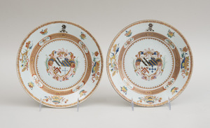 PAIR OF CHINESE EXPORT FAMILLE VERTE PORCELAIN ARMORIAL DEEP PLATES