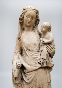 CAST STONE NICHE GROUP OF THE MADONNA AND CHILD IN THE BURGUNDIAN INTERNATIONAL STYLE