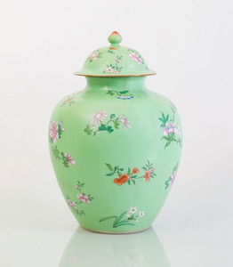 CHINESE APPLE GREEN SGRAFFITO-GROUND FAMILLE ROSE PORCELAIN JAR AND COVER