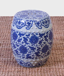 CHINESE BLUE AND WHITE PORCELAIN BARREL-FORM GARDEN SEAT
