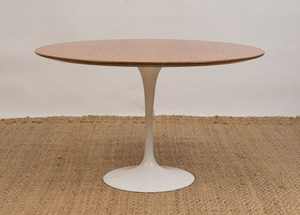 ENAMELED METAL AND OAK 'TULIP' TABLE, IN THE STYLE OF EERO SAARINEN