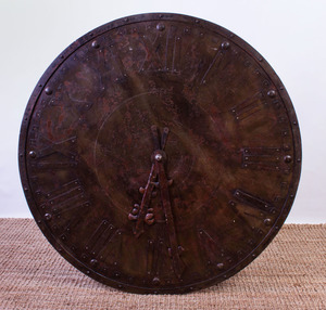 LARGE DISTRESSED METAL MODEL OF A CLOCK FACE