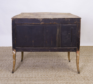 ITALIAN SERPENTINE-FRONTED BOMBÉ COMMODE