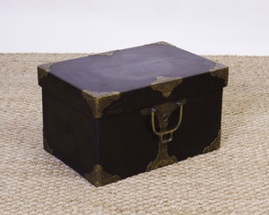 JAPANESE BRASS-MOUNTED LACQUER BOX
