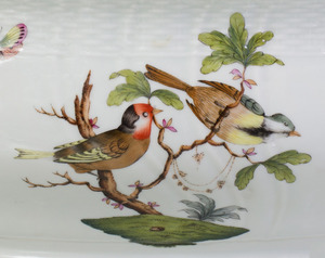 HEREND PORCELAIN TUREEN AND COVER IN THE 'ROTHSCHILD BIRD' PATTERN