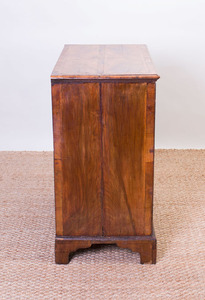 GEORGE I WALNUT CHEST OF DRAWERS