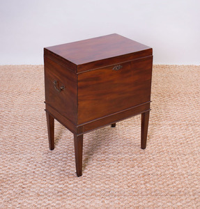 GEORGE III MAHOGANY CELLARETTE ON STAND