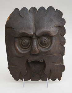 CONTINENTAL BAROQUE CARVED WALNUT GROTESQUE MASK / FOUNTAIN HEAD