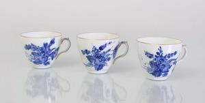 ROYAL COPENHAGEN PORCELAIN PART DINNER SERVICE IN THE 'BLUE FLOWERS' PATTERN