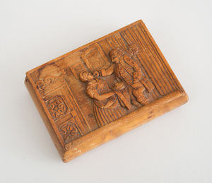 CONTINENTAL RELIEF-CARVED MAPLE SNUFF BOX