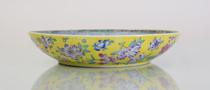 CHINESE TURQUOISE-GROUND PORCELAIN CHARGER