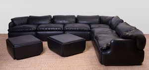 ALBERTO ROSSELLI BLACK OSTRICH-PATTERNED VINYL SECTIONAL SOFA FOR SAPORITI