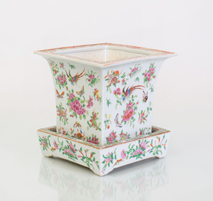 CHINESE FAMILLE ROSE PORCELAIN JARDINIÈRE AND UNDERPLATE