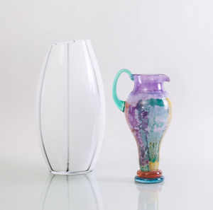 LIVIO SEGUSO MURANO CLEAR-TO-WHITE GLASS VASE, AND A KOSTA BODA 'CANCAN' GLASS PITCHER