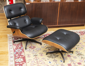 CHARLES AND RAY EAMES WALNUT VENEER AND LEATHER LOUNGE CHAIR AND OTTOMAN FOR HERMAN MILLER, OF RECENT MANUFACTURE
