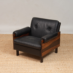 ROSEWOOD AND BLACK LEATHER LOUNGE CHAIR