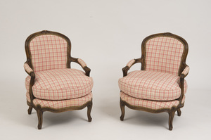 PAIR OF LOUIS XV STYLE CARVED BEECHWOOD FAUTEUILS EN CABRIOLET