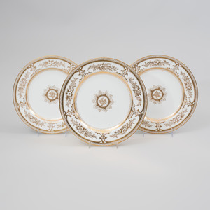 Set of Twelve Wedgwood Gilt-Decorated Porcelain Dinner Plates