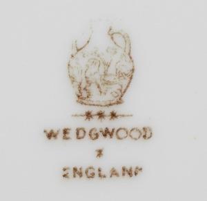 Set of Twelve Wedgwood Gilt-Decorated Porcelain Dinner Plates