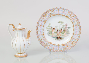 MEISSEN PORCELAIN PLATE WITH RETICULATED RIM AND A MEISSEN PORCELAIN GILT-DECORATED COFFEE POT AND COVER